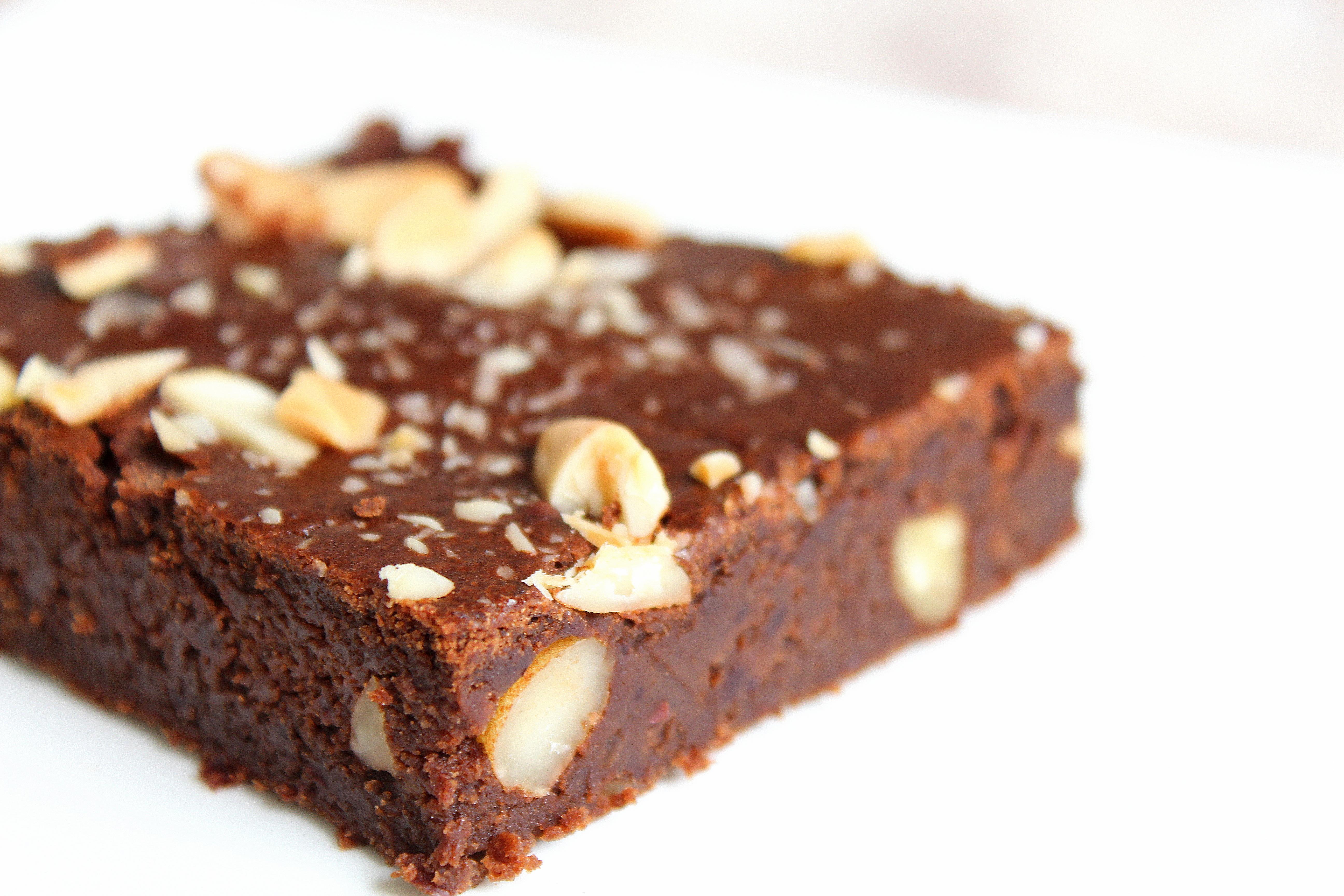 Brownie protéiné aux haricots rouges, chocolat, amandes, vegan, sans gluten, sans lactose, sans oeufs