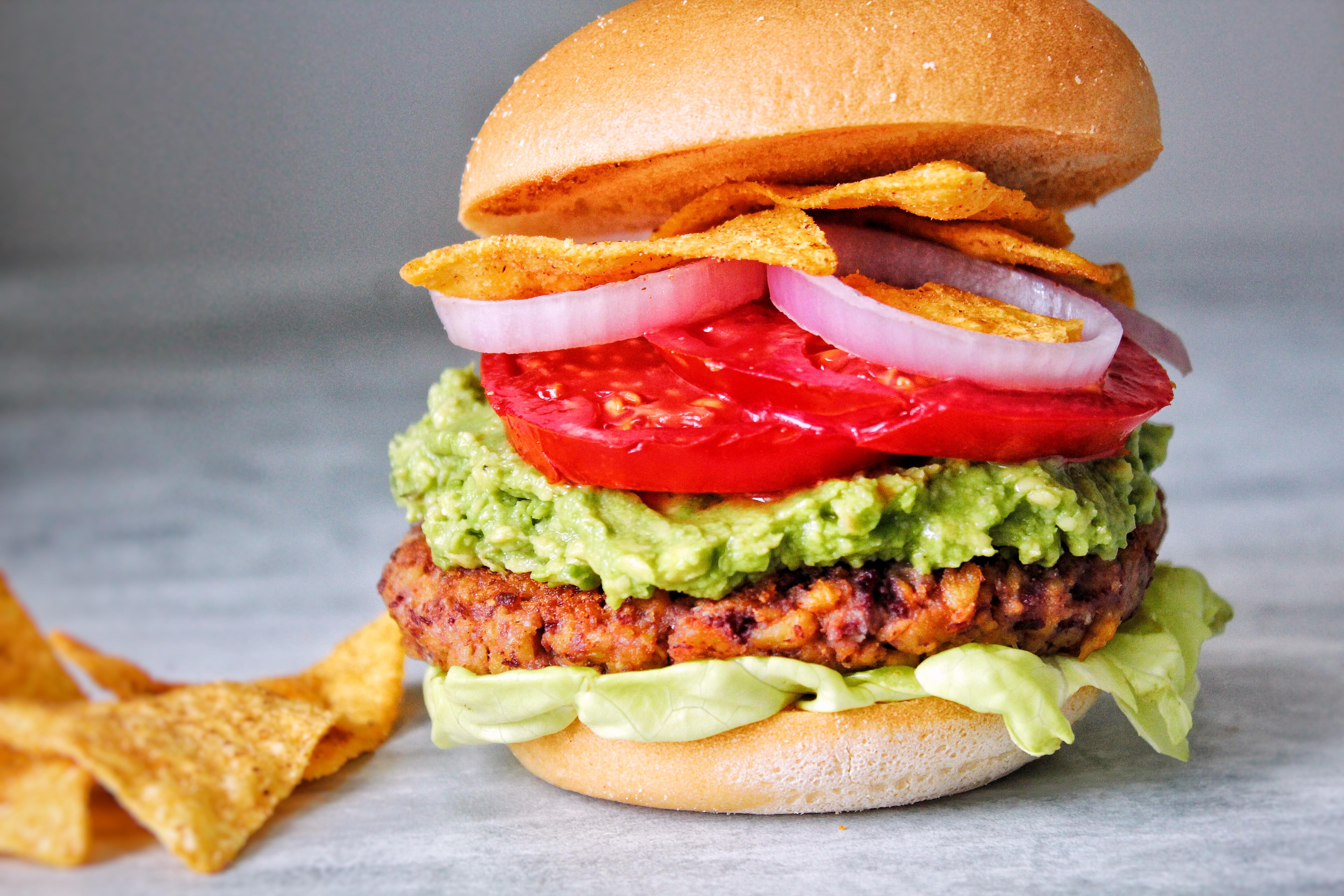 Burger steaks haricots rouges protéines soja texturées guacamole vegan sans gluten sans lactose végétarien