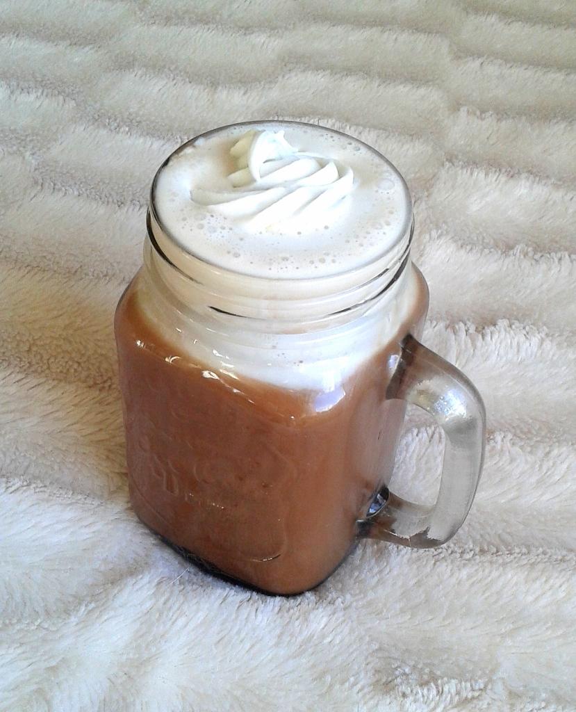 chocolat chaud et chantilly coco