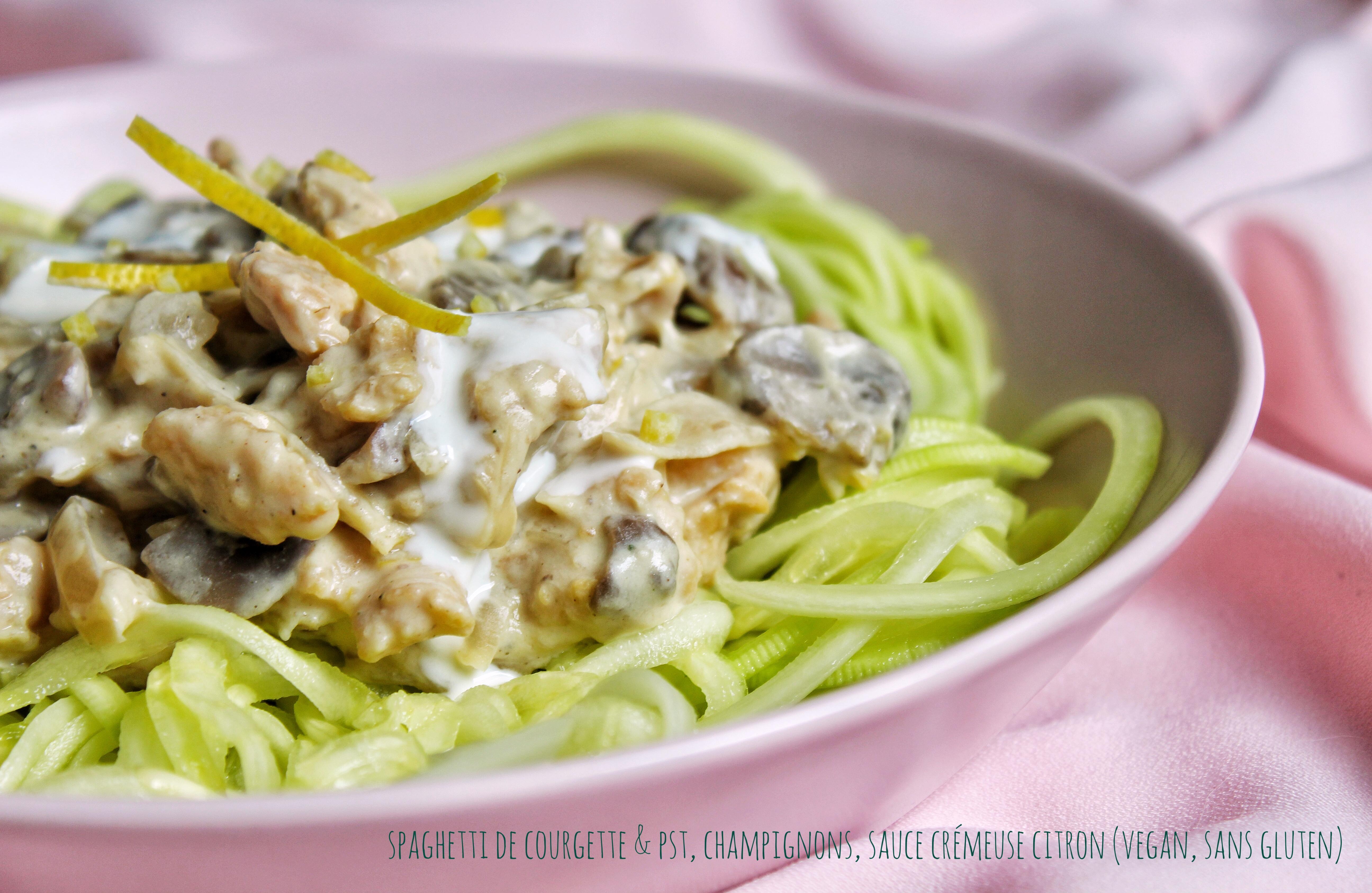 Spaghetti de courgette, protéines soja texturées, champignons, sauce crémeuse citron, vegan, sans gluten, sans lactose, végétarien